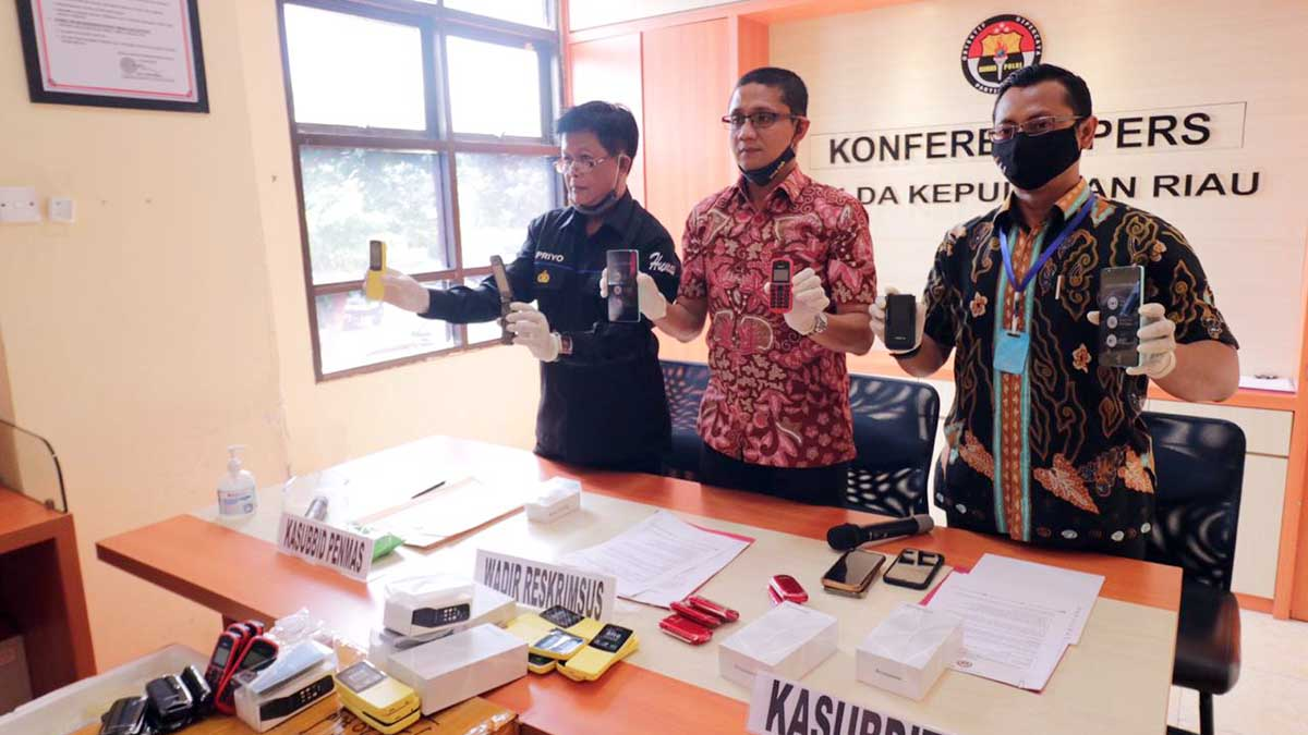 Polda Kepulauan Riau Amankan 2.389 Unit HP Black Market Asal China 1