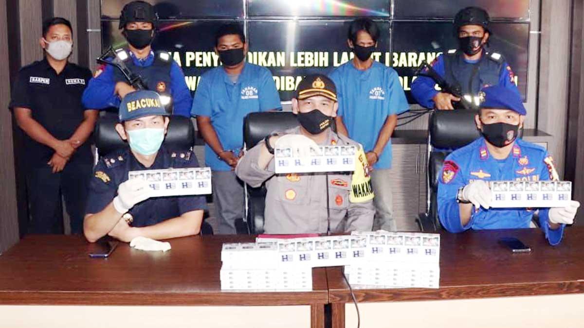 Polairud Polres Karimun Tangkap 2 Penyelundup 24.000 Rokok Tanpa Cukai 1
