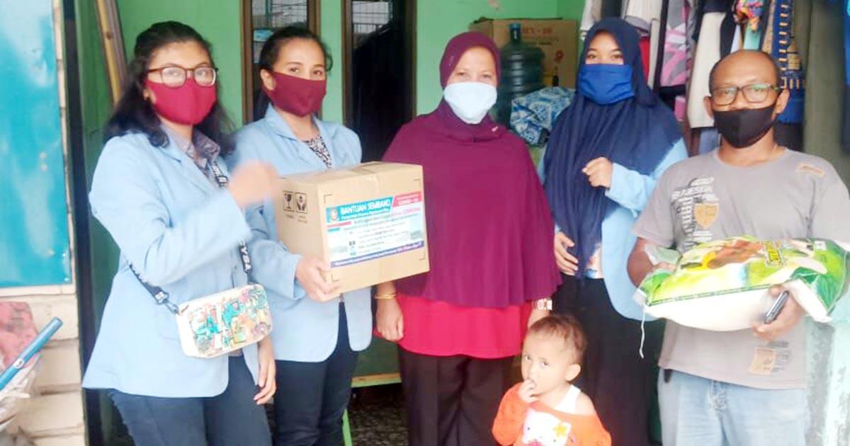 Bantu Pemko Batam, 3 Mahasiswa UNRI Ikut Salurkan Paket Sembako 1