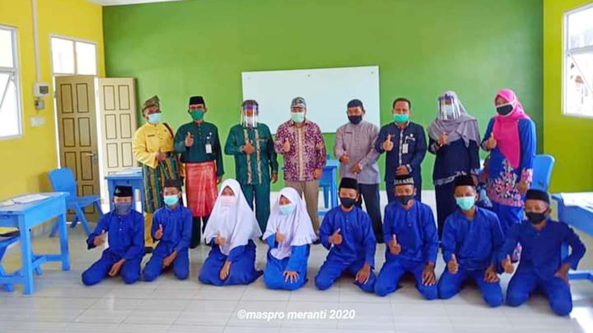 Bupati Meranti Tinjau Langsung Pembelajaran Tatap Muka Pertama di Riau 2