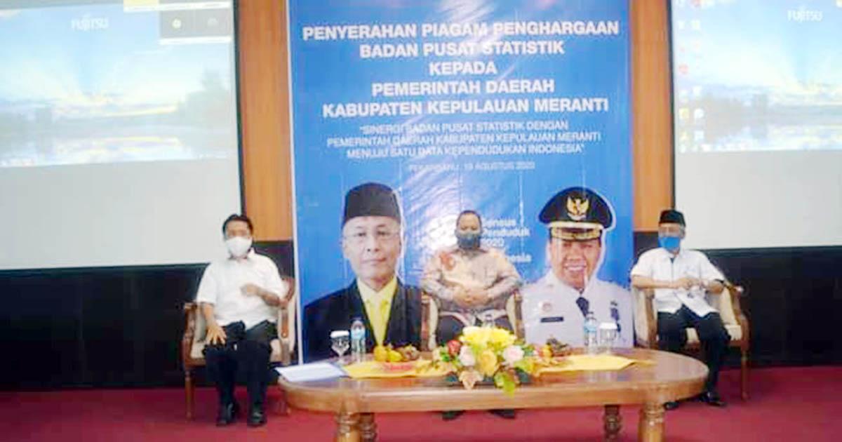 Bupati Kepulauan Meranti, Irwan Nasir, menghadiri acara penyerahan penghargaan dari Badan Pusat Statistik (BPS) Provinsi Riau