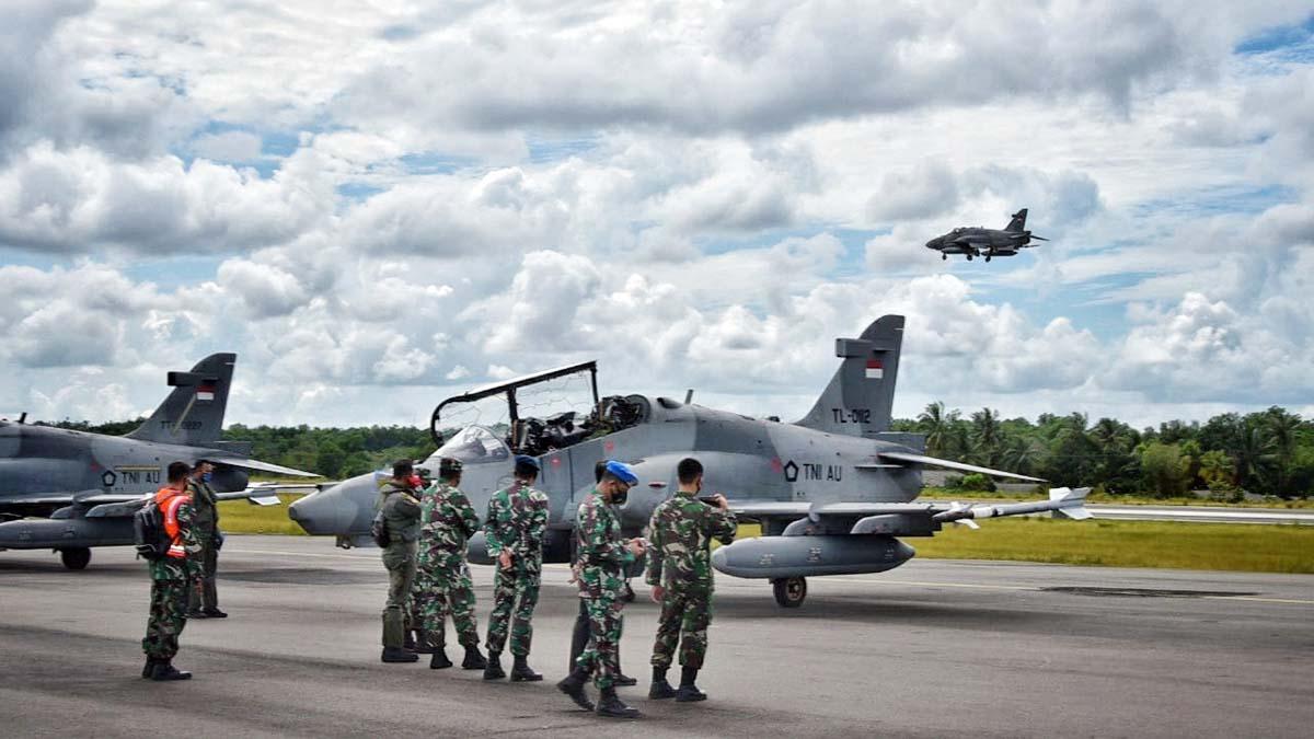Empat (4) pesawat tempur TNI Angkatan Udara berjenis Hawk 100-200 dari Skadron Udara I Lanud Supadio Pontianak, pantau Tanjung Pinang dari udara