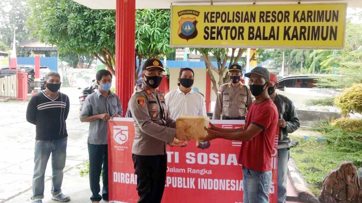 HUT RI Ke 75, Polsek Balai Karimun Bagikan Paket Sembako 22