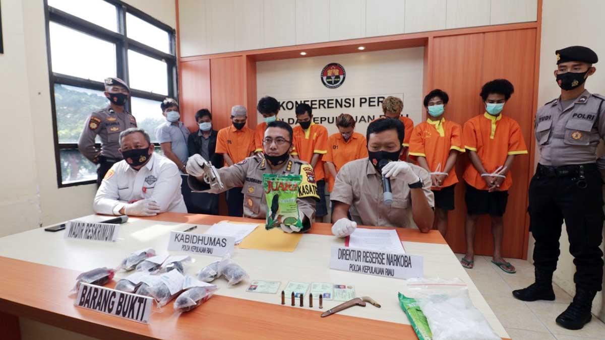 Ditresnarkoba Polda Kepri Amankan Senpi dan 1,091 Kilogram Sabu 7