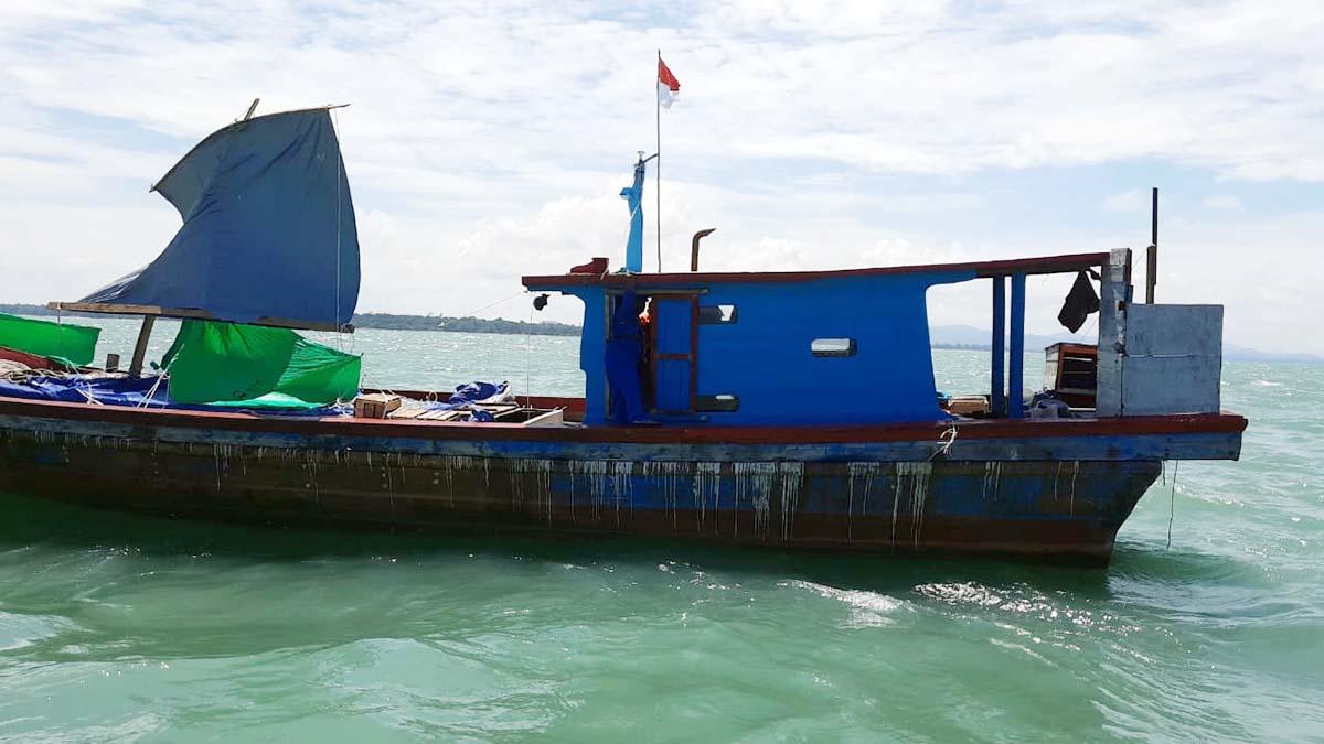 Mesin Mati, 4 Jam Kapal Surya Hasil Laut Terombang Ambing 3