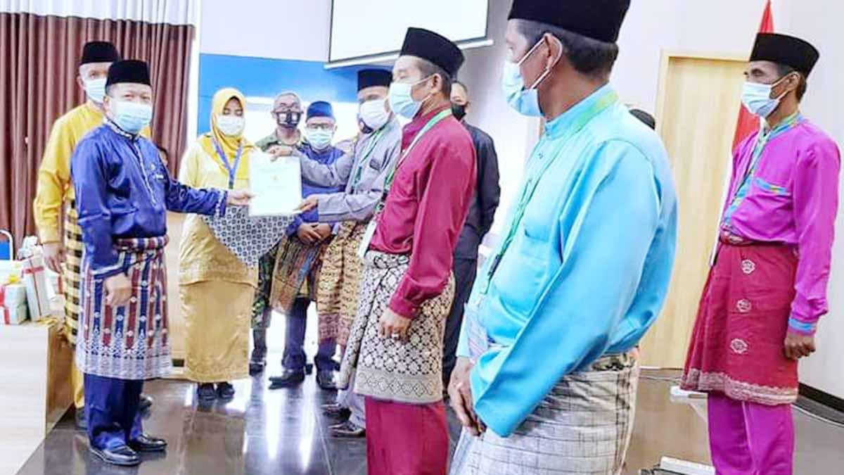 Kepala BPN dan Sekda Meranti Serahkan Sertifikat Tanah Untuk Masyarakat Program PTSL Tahun 2020 24