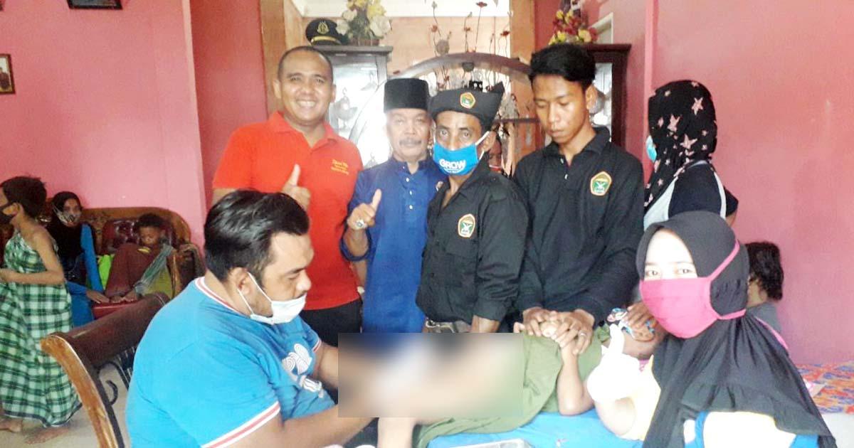Ketua LMB Kepri, Datok Azman Zainal, bersama Pengurus LMB Kepri, para orang tua dan peserta Khitanan Massal