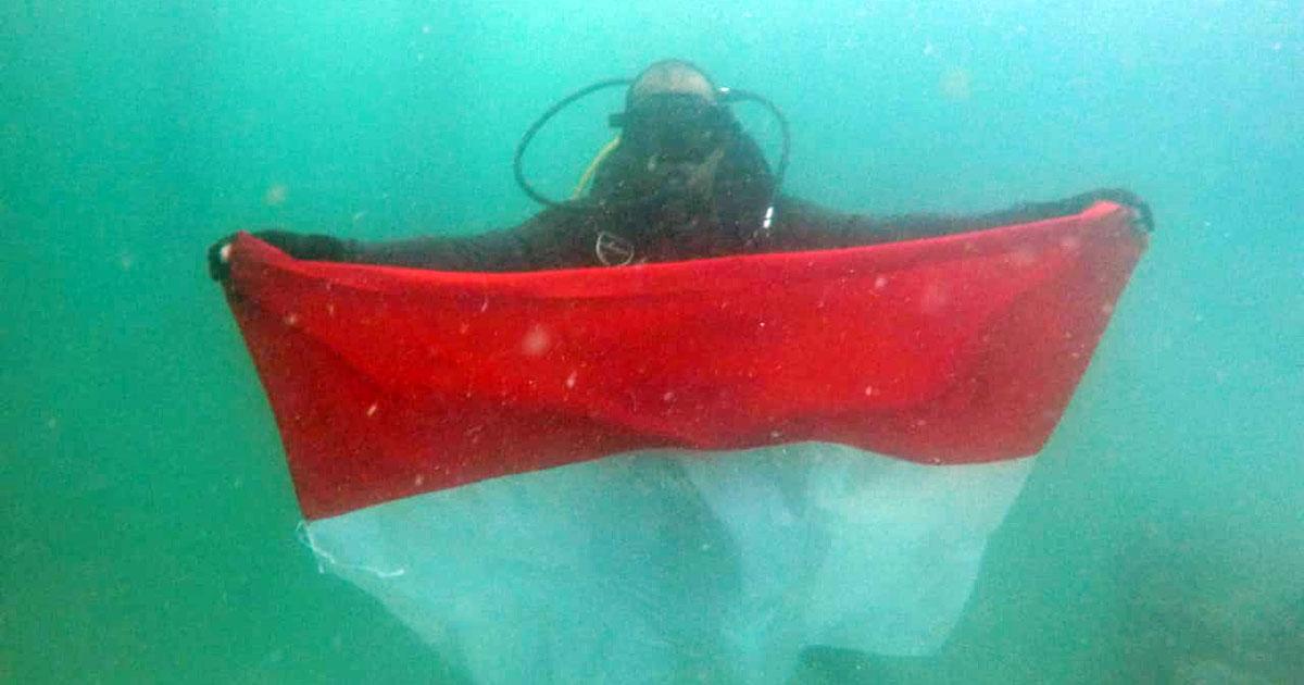 Luar Biasa, Satpolairud Polres Tanjung Pinang Kibarkan Merah Putih di Dasar Laut 10