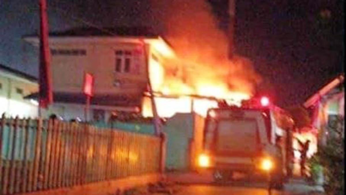 RSUD Tanjung Pinang Terbakar, Pasien Rawat Inap Berhamburan 11