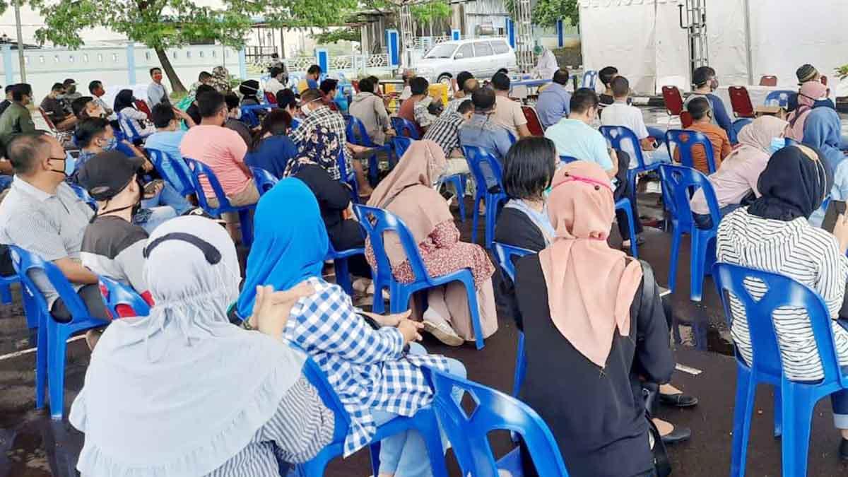 Gubernur Kepri Positif, Ratusan Warga dan Pejabat Kepri Lakukan Swab Massal 49