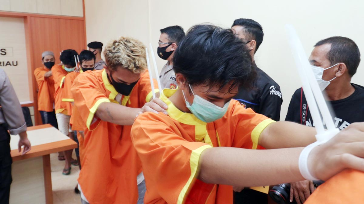 Simpan Narkoba Dalam Anus, 5 Pria Ditangkap Ditresnarkoba Polda Kepri 5