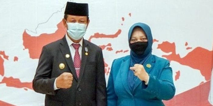 Waspada, Account FaceBook Gubernur Kepri Isdianto dan Isteri Dipalsukan 23