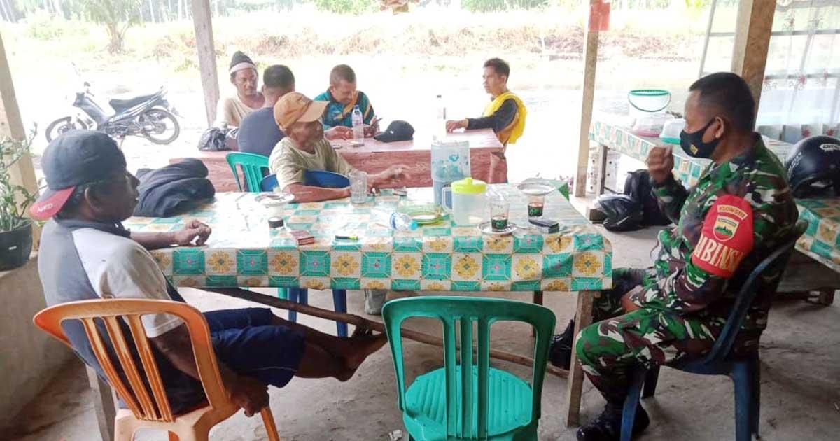 Sampaikan Program Pemerintah, Warga Ucapkan Terima Kasih Kepada Babinsa Desa Tanjung 5