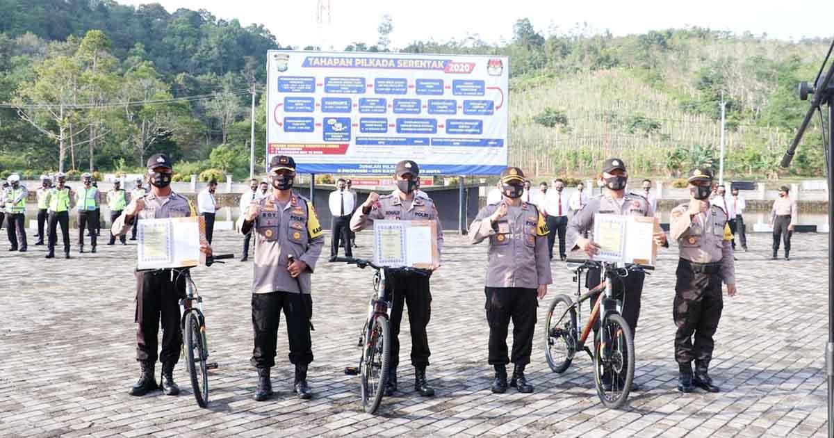 3 Aparat Polisi Terima Penghargaan dan Hadiah Sepeda dari Kapolres Lingga 1
