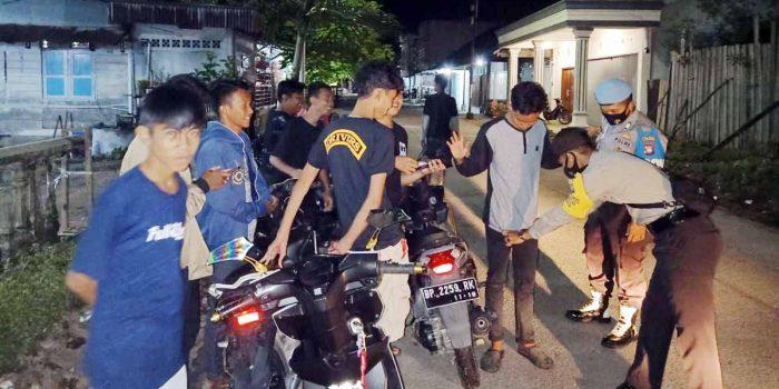Nekad Tidak Kenakan Masker, 50 Warga Moro Diminta Push Up 16