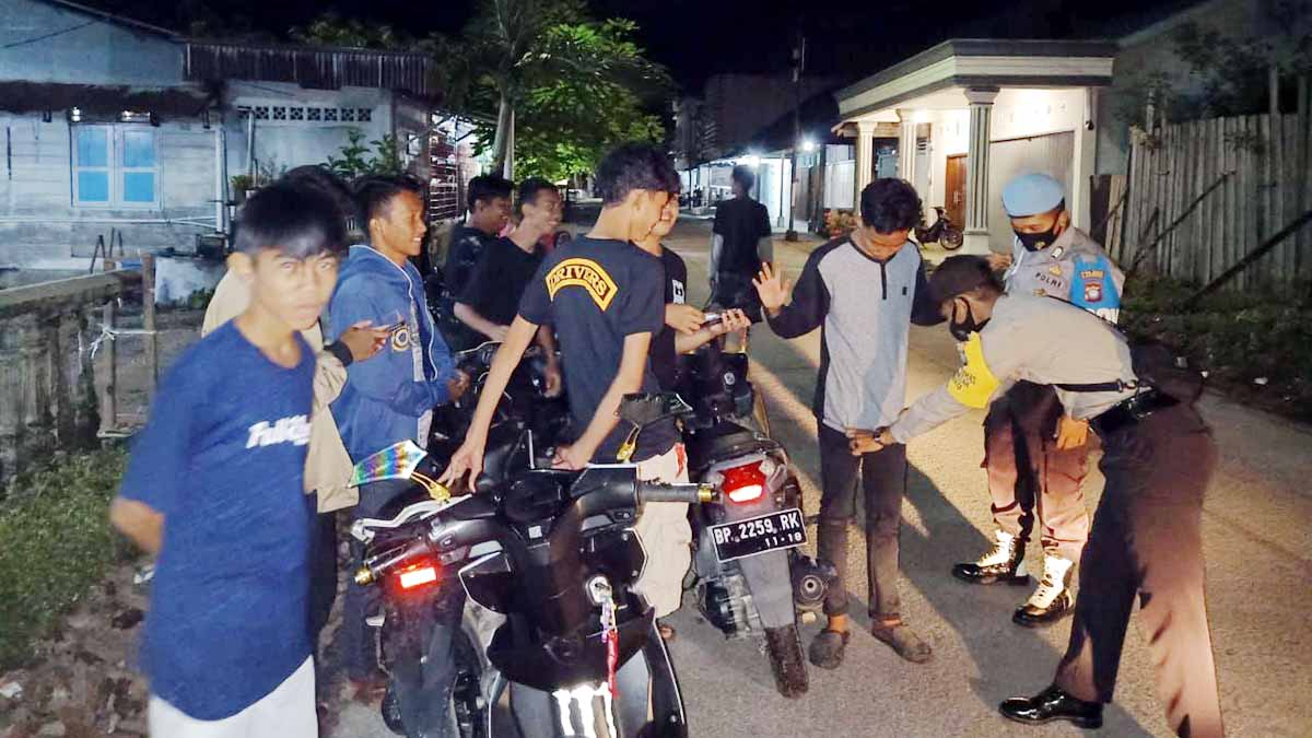 Nekad Tidak Kenakan Masker, 50 Warga Moro Diminta Push Up 1