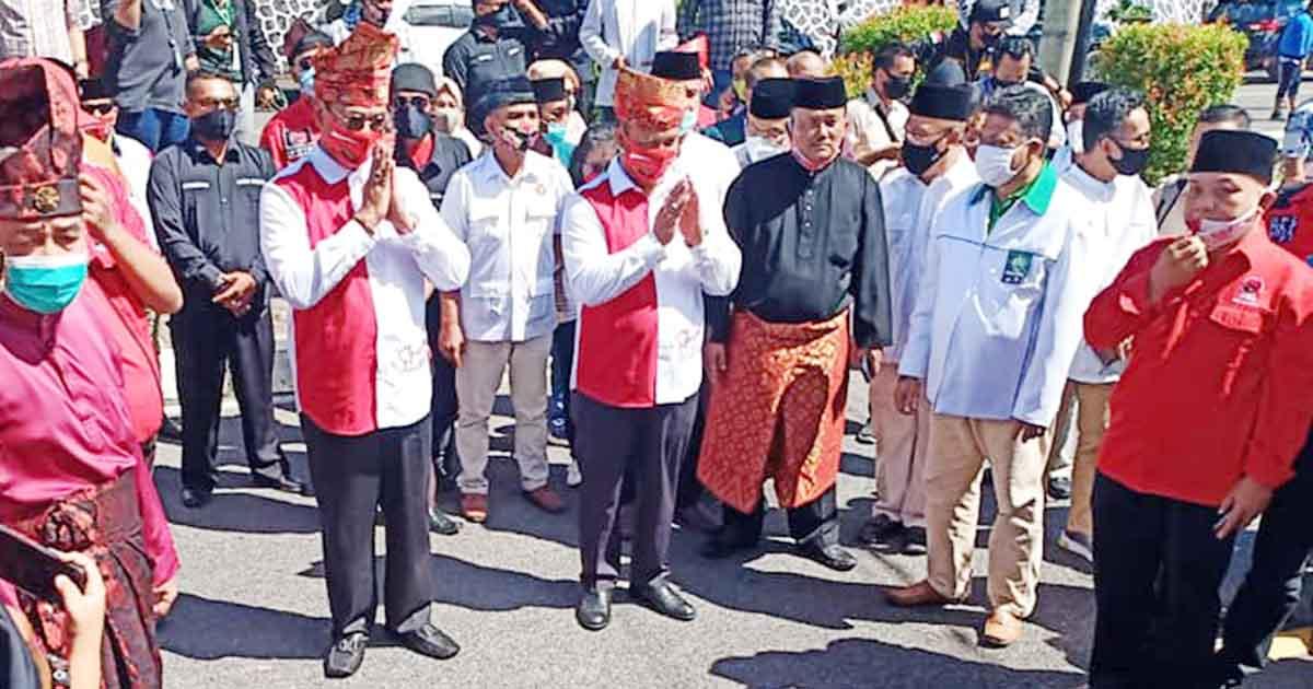 Pakai Tanjak, Soerya-Iman Daftar ke KPU Kepulauan Riau 5