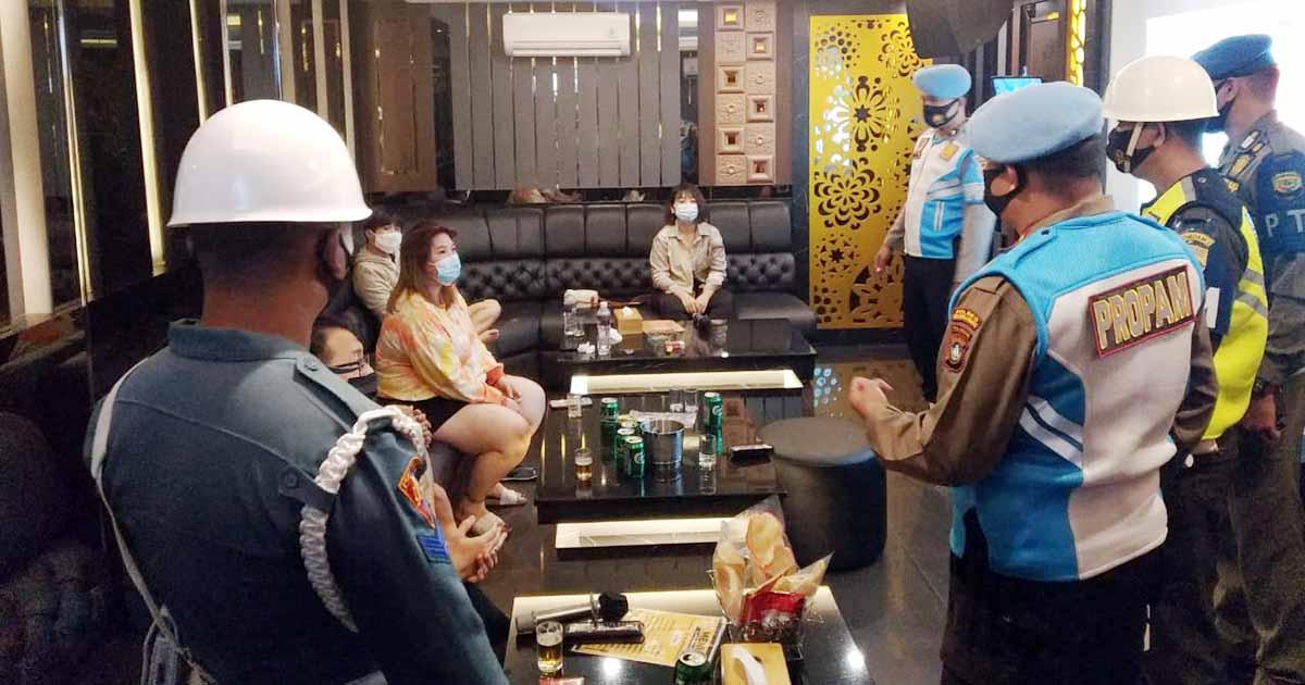 Propam Polres Tanjungpinang dan TNI Razia Tempat Hiburan Malam 4