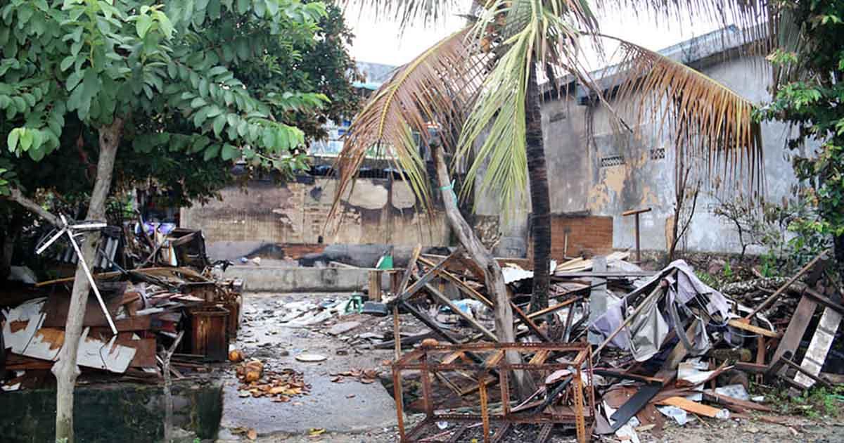Rumah Ludes Dilalap Si Jago Merah, Korban Numpang di Rumah Tetangga, Marlin Datang Bawa Bahan Pokok 5