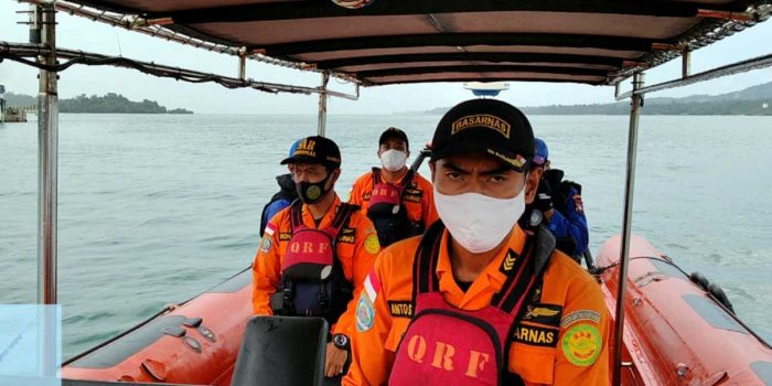 Tengah Asik Mancing, 2 Nelayan Ditabrak Kapal Tug Boat 24