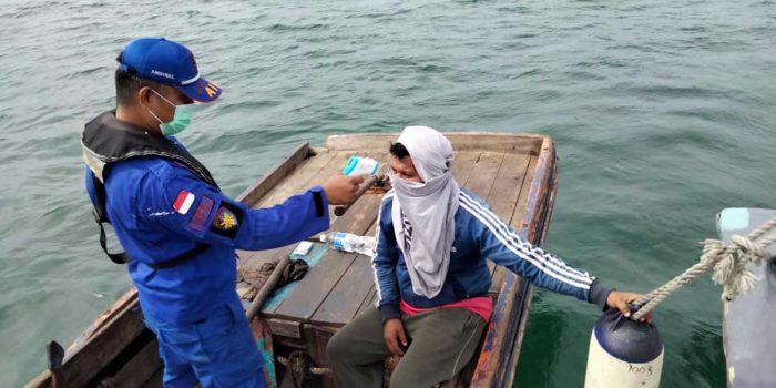 Polda Kepri Cek Warga dan Kapal Melintas di Perairan Selat Philips dan Selat Singapura 15