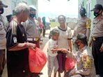 Kapolsek Moro Kunjungi Diana Penderita Sakit Atresia Ani 4