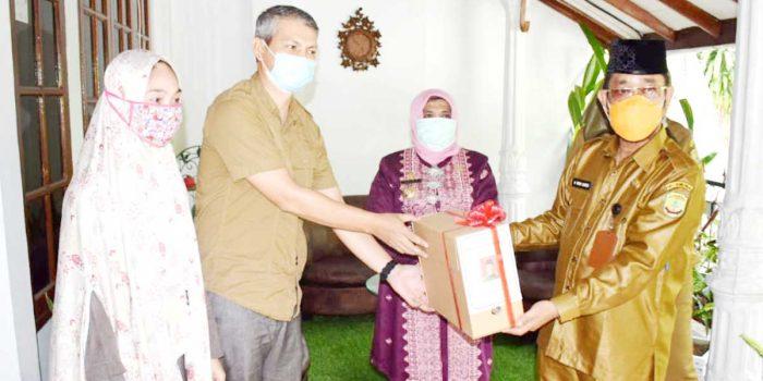 Selamatkan Arsip Daerah, Mantan Wawako dan Sekdako Tanjung Pinang Terima Penghargaan 3