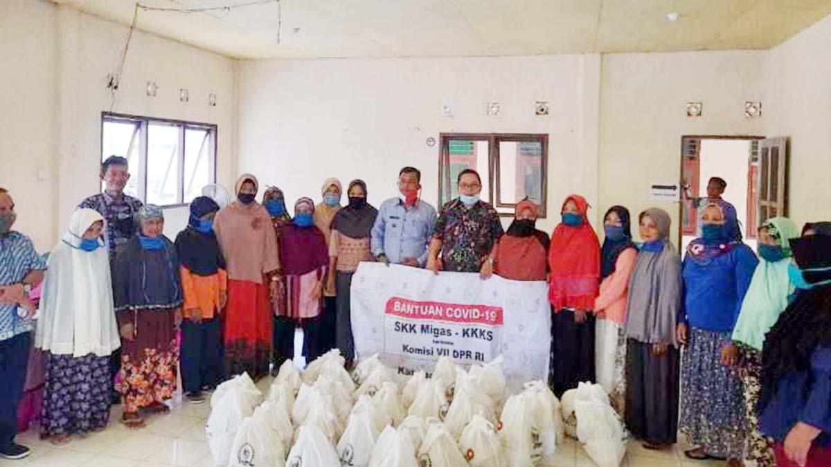 Ketua DPRD Natuna Serahkan 100 Paket Sembako 1