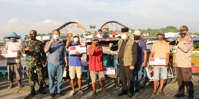 Pemko Batam Salurkan Bantuan China ke Belakang Padang 13