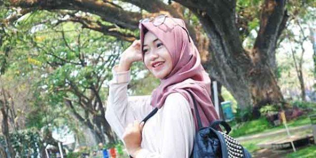 """Ini Dia """"RESIKO BERBAHAYA"""" Pakai Hijab Saat Rambut Masih Basah"""