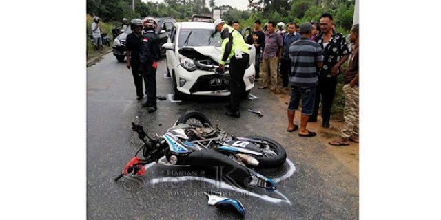 """Adu Kambing Motor VS Mobil Toyota di Karimun """"PENGENDARA MOTOR LUKA BERAT"""""""