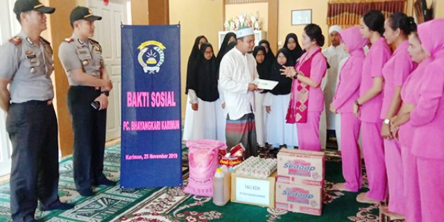 Bhayangkari Karimun Beri Bantuan Dua Panti Asuhan