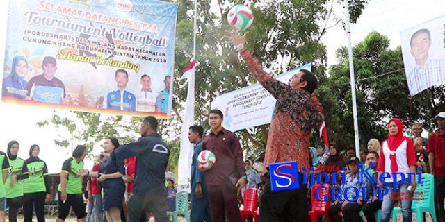 """Bupati Bintan Buka """"TURNAMEN VOLLY BALL"""" Desa Malang Rapat"""