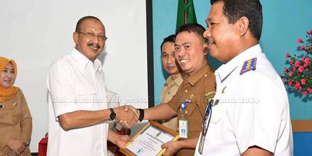 Hamid Rizal Serahkan Penghargaan DAK Fisik 2019