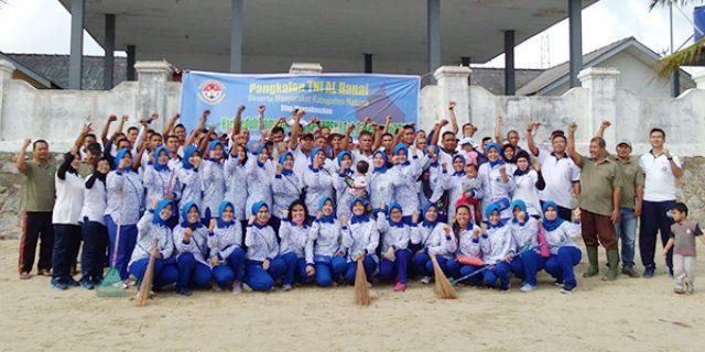 HPSN 2019, Lanal Ranai Laksanakan Bersih-Bersih Pantai