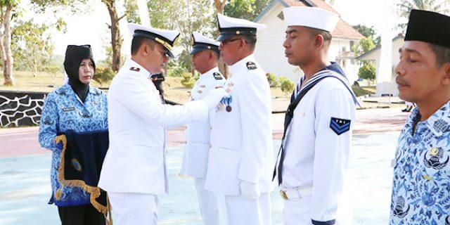 Danlanal Dabo Pimpin Upacara HUT Ke 74 TNI Angkatan Laut