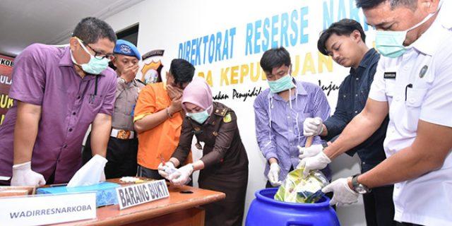 Ditresnarkoba Polda Kepri Musnahkan 1,2 Kg Sabu