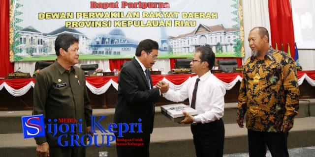 """Gubernur Sampaikan """"LKPJ 2017"""" Kepada DPRD Kepri"""