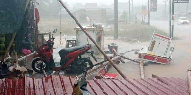 Puting Beliung Melanda Simpang Lagoi