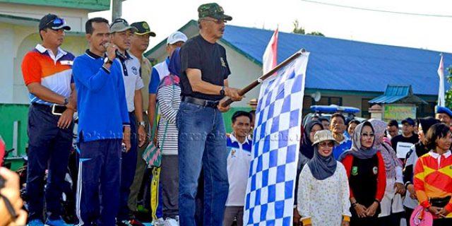 """Hamid Rizal Lepaskan Jalan Santai """"SEMPENA HARI JADI NATUNA ke 18"""""""