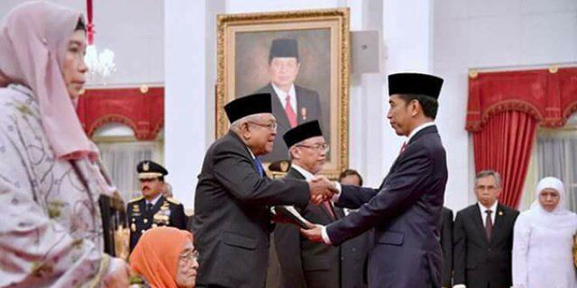 """Sultan Mahmud Riayat Syah Terima Anugerah """"PAHLAWAN NASIONAL"""""""