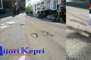 "Jalan Wiratno Berlubang ""PENGENDARA DIMINTA WASPADA"""