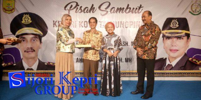 """Pisah Sambut Kajari Tanjungpinang """"PENUH HARU"""""""