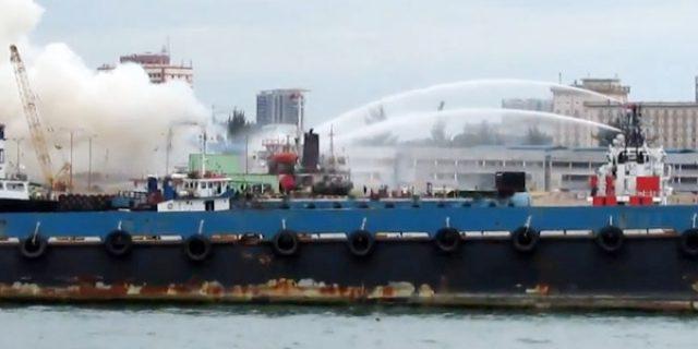 """[VIDEO] Kapal MT Nona Tang II MELEDAK """"DI PELABUHAN BATU AMPAR, BATAM"""""""