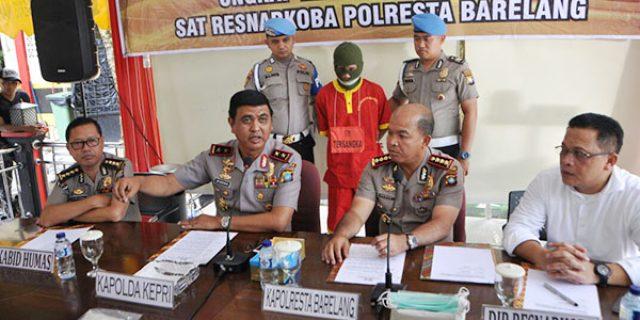 """Satresnarkoba Polresta Barelang """"TANGKAP KURIR SABU"""""""