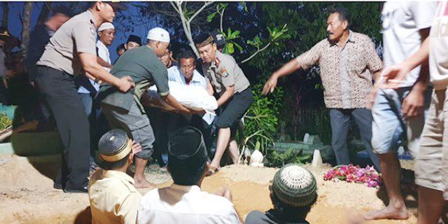 Kapolres Karimun Ulurkan Bantuan dan Hantar Jenazah ke Pemakaman