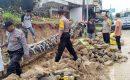Batu Miring Pembatas TPU Baran Ambruk