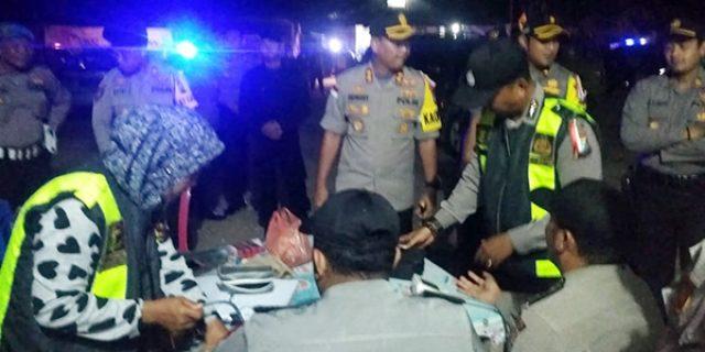 Tinjau Rapat Pleno PPK, Kapolres Karimun Temukan Petugas Yang Sakit
