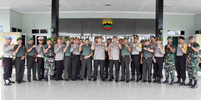 Kapolres Tanjungpinang dan Rombongan Kunjungi Markas TNI