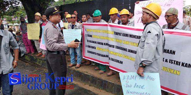 """100 Karyawan PT KDH Datangi """"KANTOR DPRD KARIMUN"""""""